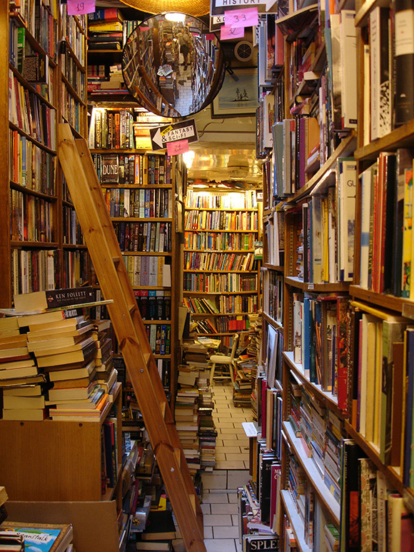 Inspiring Bookstores Around the World-6