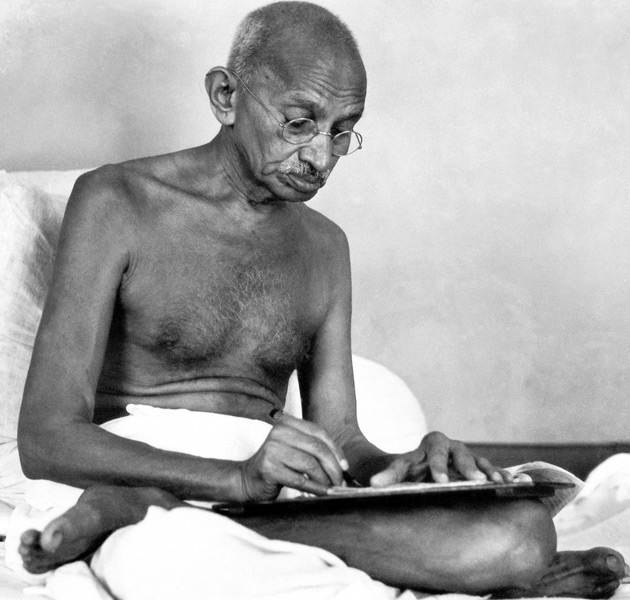 Mahatma-gandhi-writing-letter