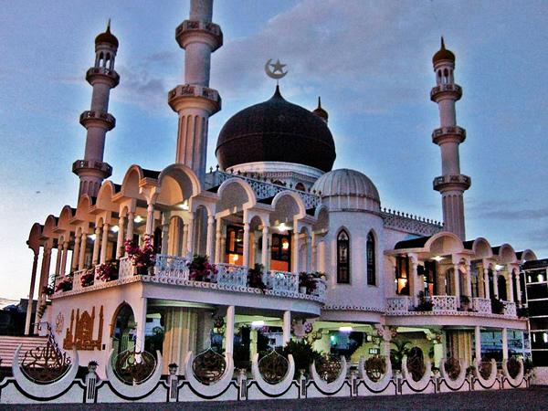 Ahmadiyya_Anjuman_Isha'at_Islam_Mosque_Suriname_