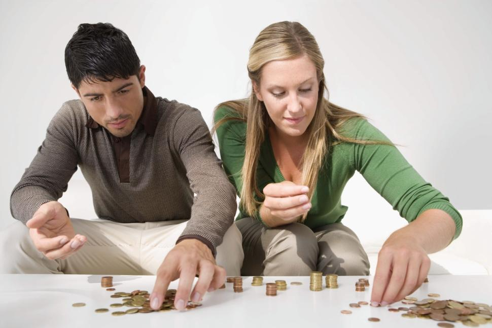 young-couple-investing