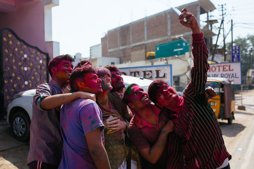 Holi-festival-welcomes-spring-in-India-11