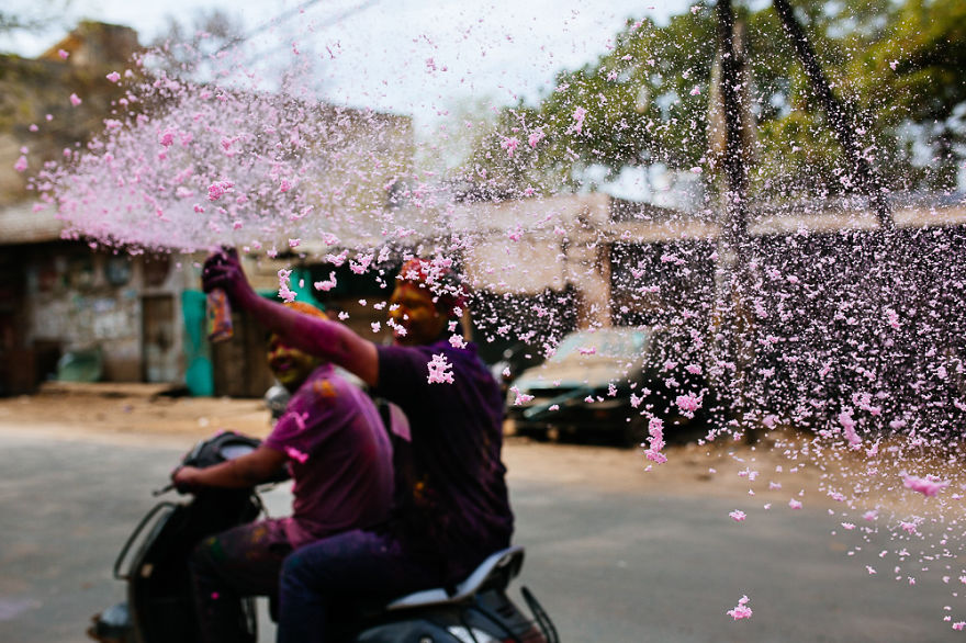 Holi-festival-welcomes-spring-in-India-14