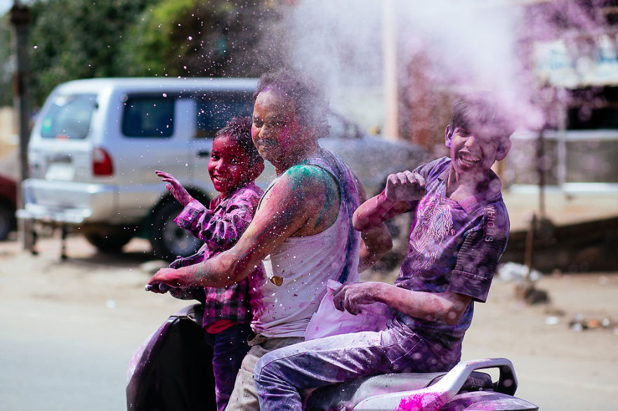 Holi-festival-welcomes-spring-in-India-16