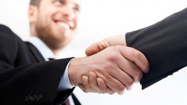 Two-businessman-shaking-hands