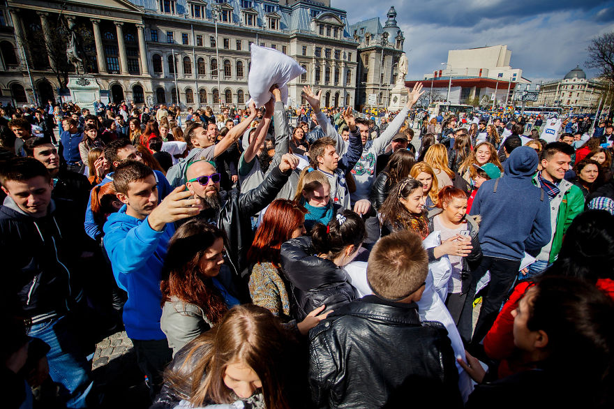 International-Pillow-Fight-Day-In-Bucharest-Romania-11