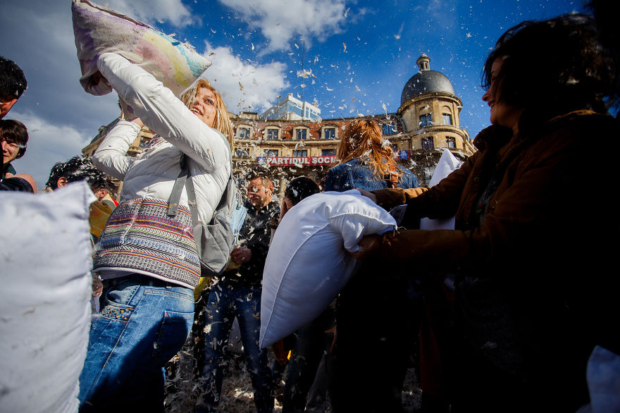 International-Pillow-Fight-Day-In-Bucharest-Romania-12
