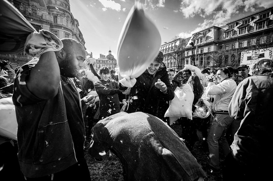 International-Pillow-Fight-Day-In-Bucharest-Romania-16