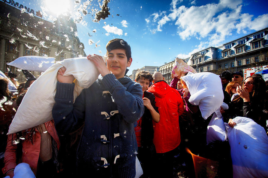 International-Pillow-Fight-Day-In-Bucharest-Romania-17