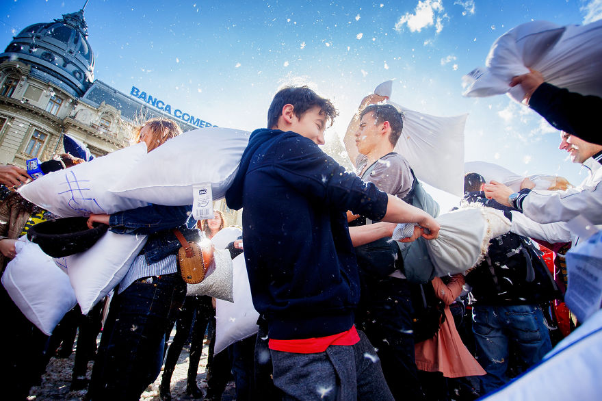 International-Pillow-Fight-Day-In-Bucharest-Romania-18
