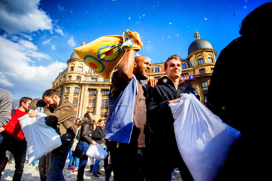 International-Pillow-Fight-Day-In-Bucharest-Romania-19