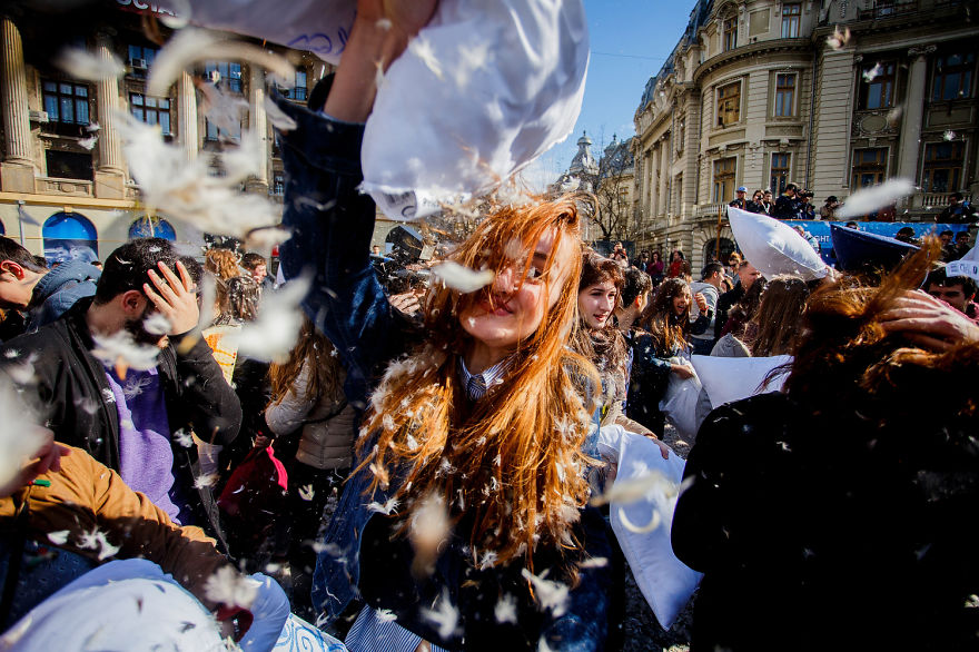 International-Pillow-Fight-Day-In-Bucharest-Romania-4