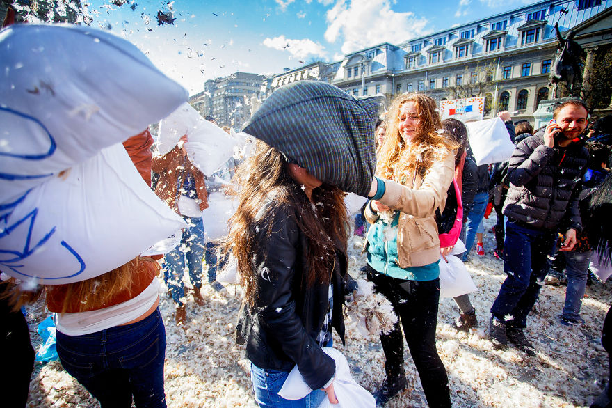 International-Pillow-Fight-Day-In-Bucharest-Romania-6