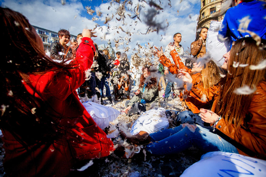 International-Pillow-Fight-Day-In-Bucharest-Romania-8
