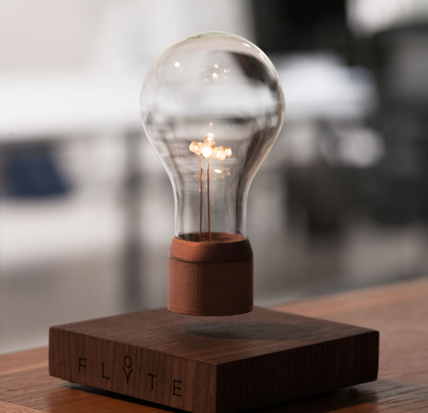 levitating-lightbulb-flyte-simon-morris-4