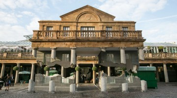 Building-In-London-Covent-Garden-Floats-Unbelievably-In-Mid-Air