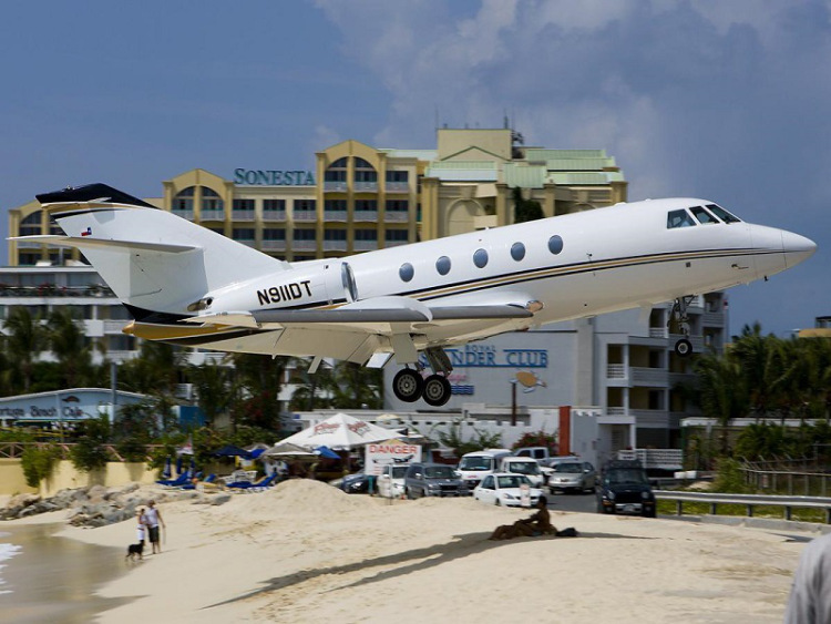 Breathtaking-Pictures-of-Princess-Juliana-International-Airport-Sint-Maarten-2