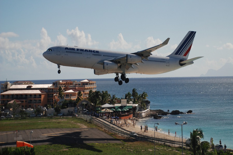 Breathtaking-Pictures-of-Princess-Juliana-International-Airport-Sint-Maarten-5
