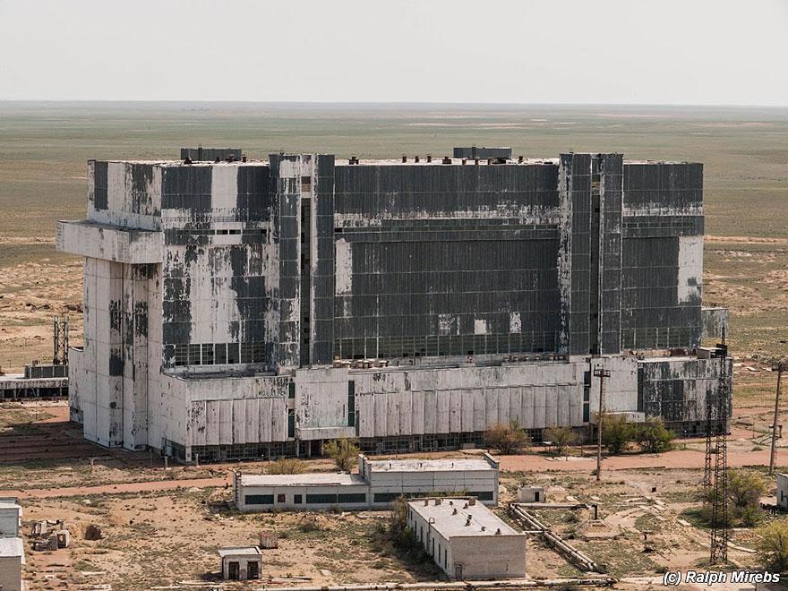 Sad-Remains-Of-The-Soviet-Space-Shuttle-Program-Baikonur-Cosmodrome-in-Kazakhstan-1