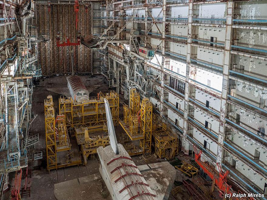 Sad-Remains-Of-The-Soviet-Space-Shuttle-Program-Baikonur-Cosmodrome-in-Kazakhstan-8