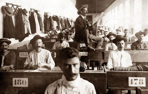 Lector-Who-Entertained-Factory-Workers-1