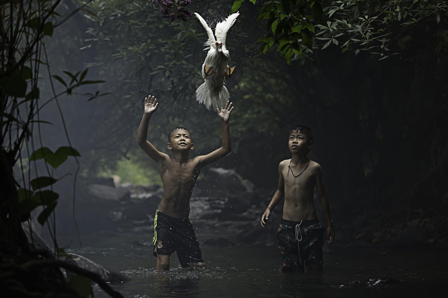 Winners-Of-The-2015-National-Geographic-Traveler-Photo-Contest-Catching-a-Duck