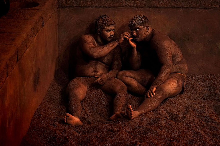Winners-Of-The-2015-National-Geographic-Traveler-Photo-Contest- Kushti-Indian-Wrestling