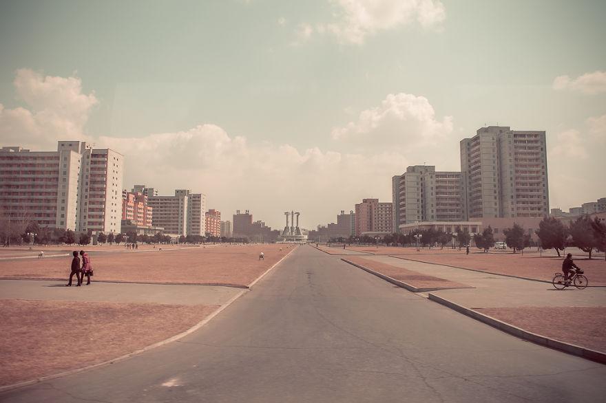 38e-parallle-north-North-Korea- Secretive-Capital-Pyongyang  (7)