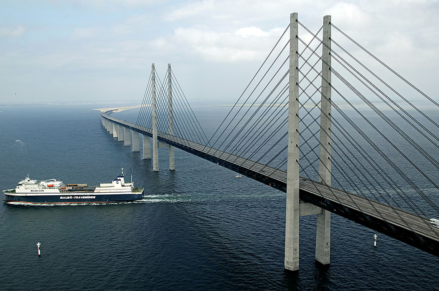 Underwater-tunnel-bridge-oresund-link-artificial-island-sweden-denmark (1)
