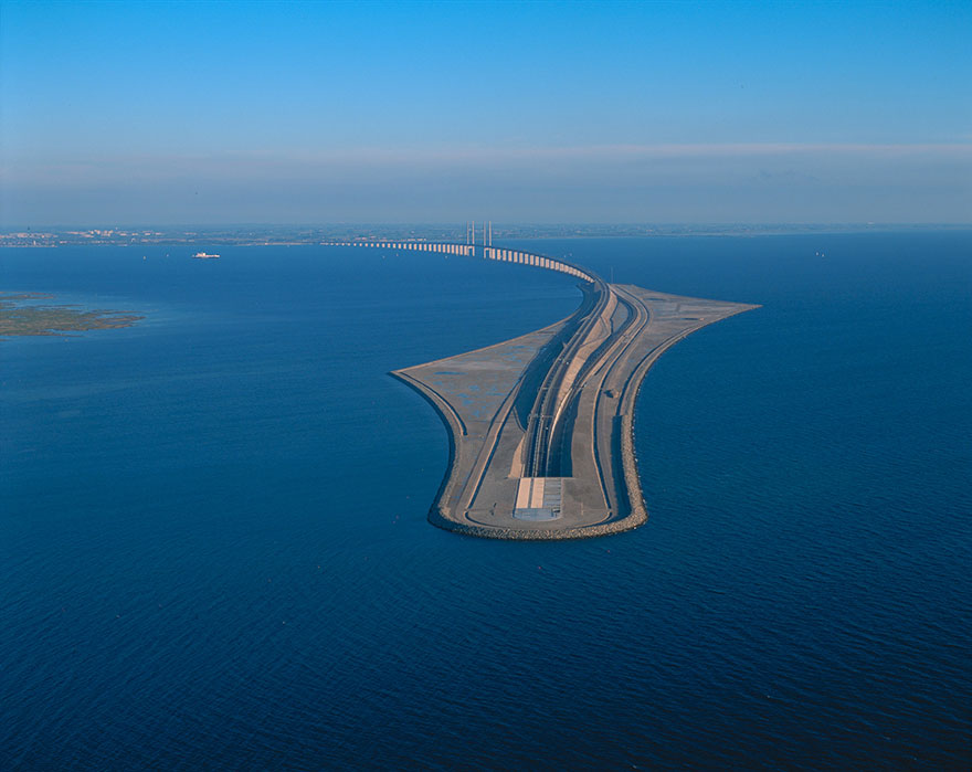 Underwater-tunnel-bridge-oresund-link-artificial-island-sweden-denmark