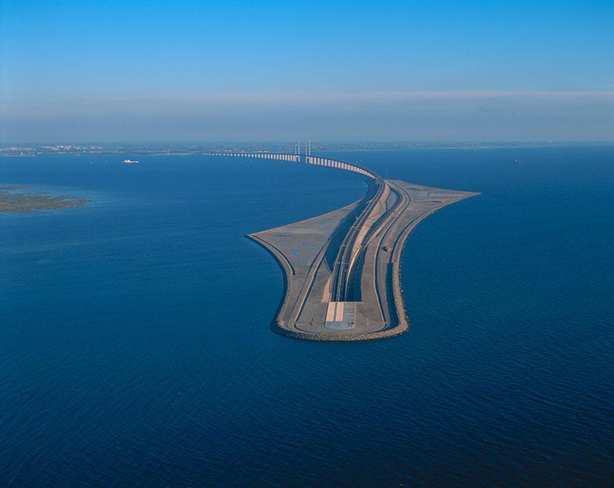 Underwater-tunnel-bridge-oresund-link-artificial-island-sweden-denmark