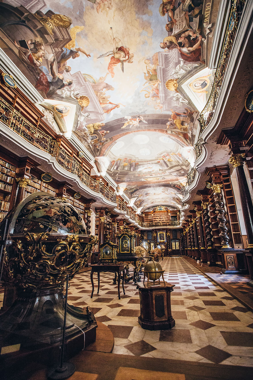 World-Most-Beautiful-Library-klementinum-national-library-czech-republic-2