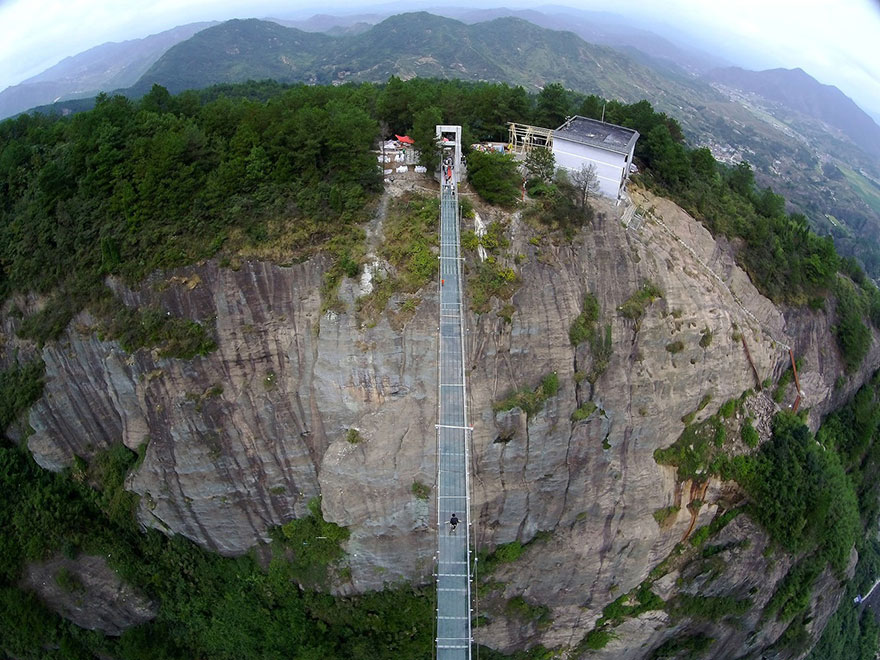 world-longest-glass-bridge-shiniuzhai-geopark-china