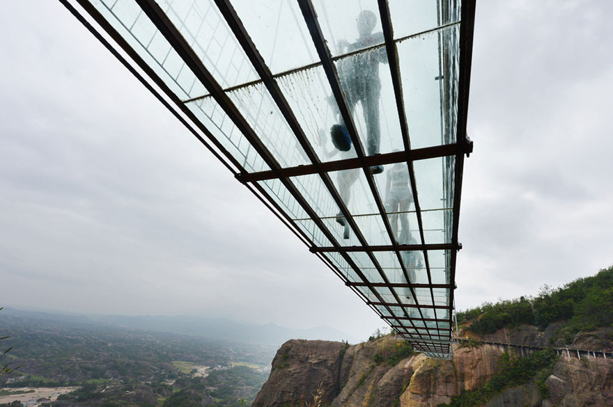 world-longest-glass-bridge-shiniuzhai-geopark-china-3