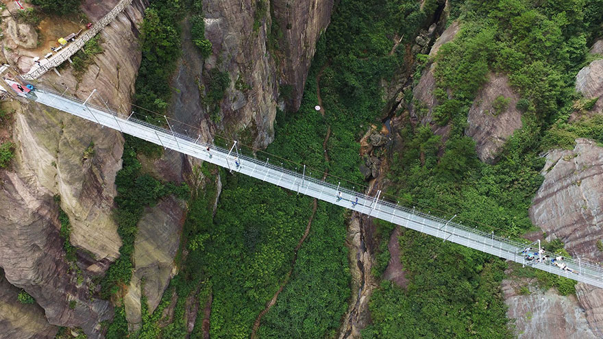 world-longest-glass-bridge-shiniuzhai-geopark-china-4