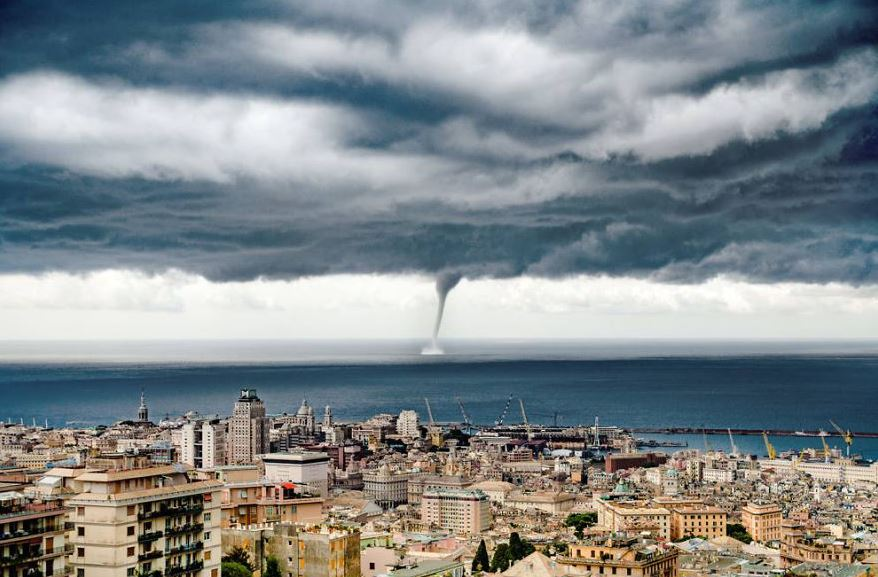 giant-water-spout-genoa-evgeny-drokov-russian-tourist