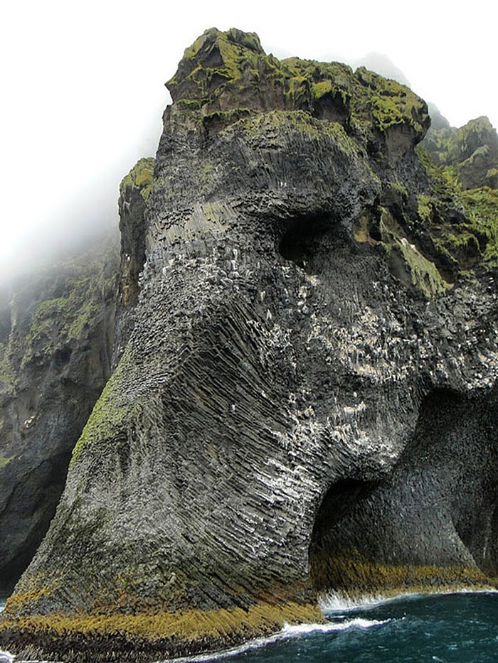rock-formation-elephant-mammoth-heimaey-iceland-1