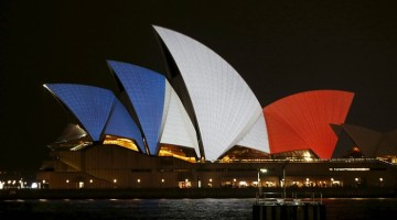 buildings-around-the-world-are-lit-up-in-honour-of-the-victims-of-paris-terrorists-attacks