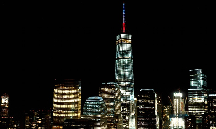 buildings-around-the-world-are-lit-up-in-honour-of-the-victims-of-paris-terrorists-attacks-4