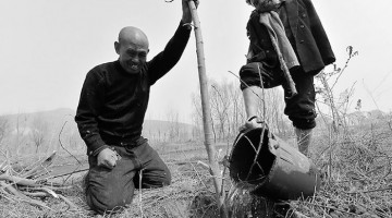 blind-man-amputee-plant-10,000-trees-china