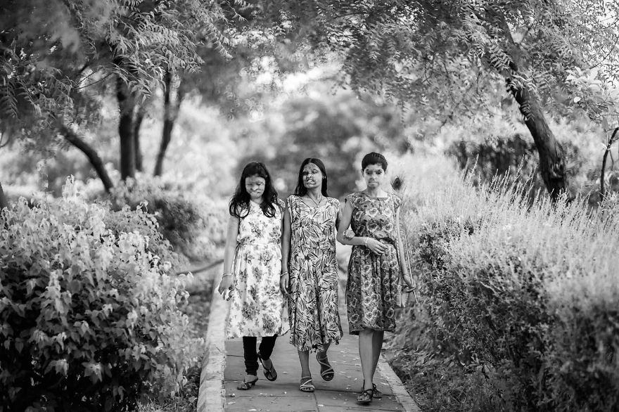 portraits-of-acid-attacks-survivors-in-india-sheroes-hangout (2)