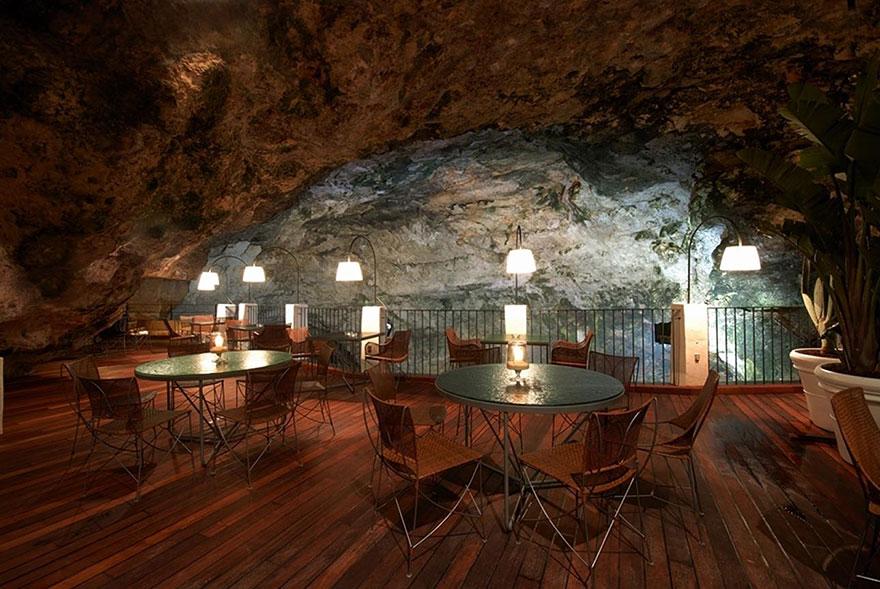 italian-cave-restaurant-grotta-palazzese-polignano-mare (2)