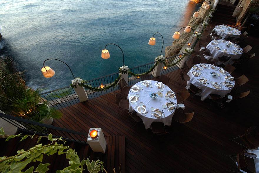 italian-cave-restaurant-grotta-palazzese-polignano-mare (5)