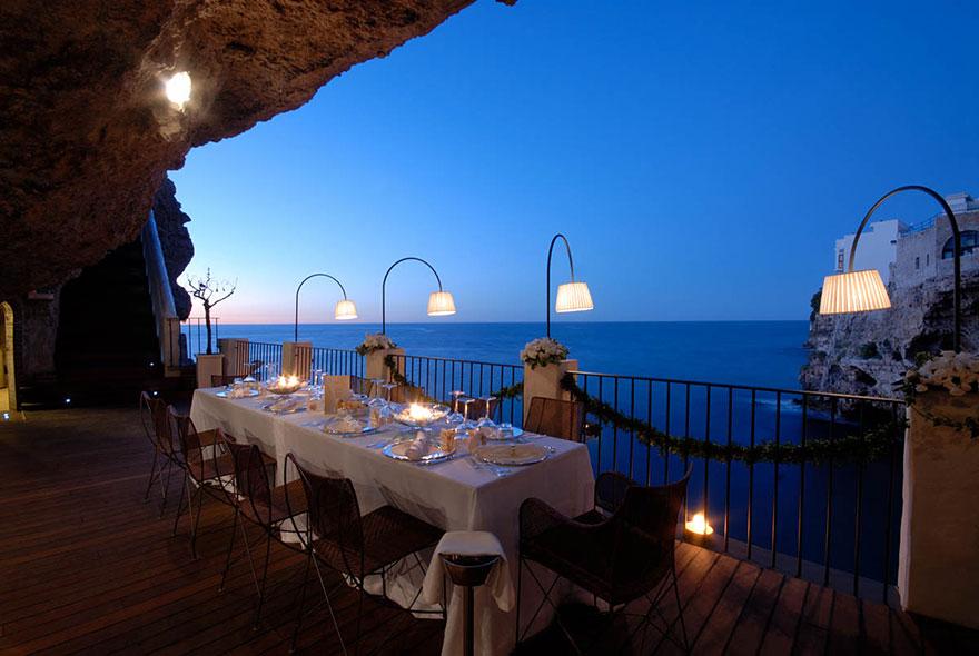italian-cave-restaurant-grotta-palazzese-polignano-mare (6)