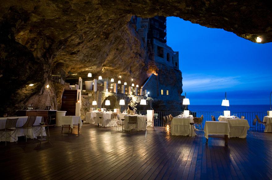 italian-cave-restaurant-grotta-palazzese-polignano-mare (8)