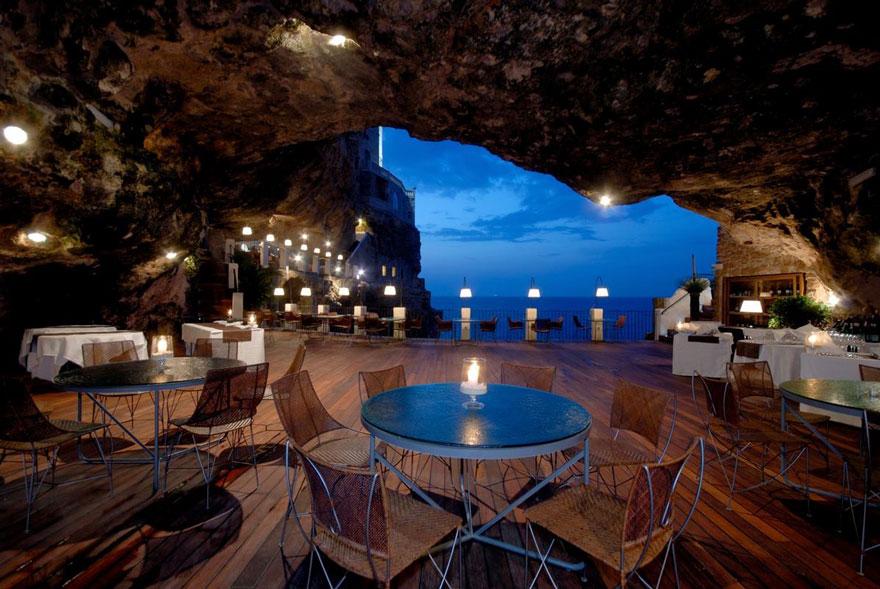italian-cave-restaurant-grotta-palazzese-polignano-mare (9)