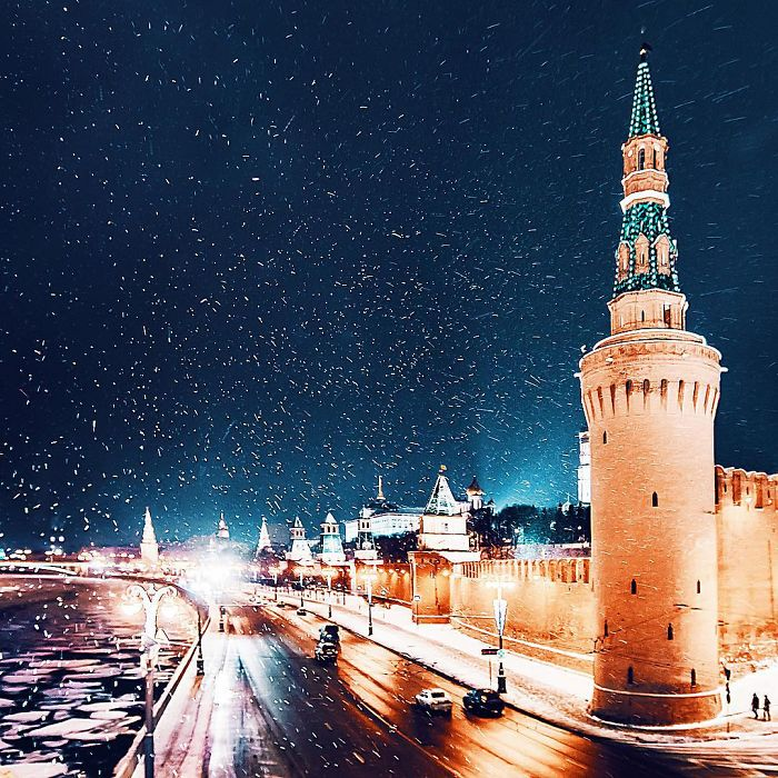 moscow-city-looked-like-a-fairytale-during-orthodox-christmas-13