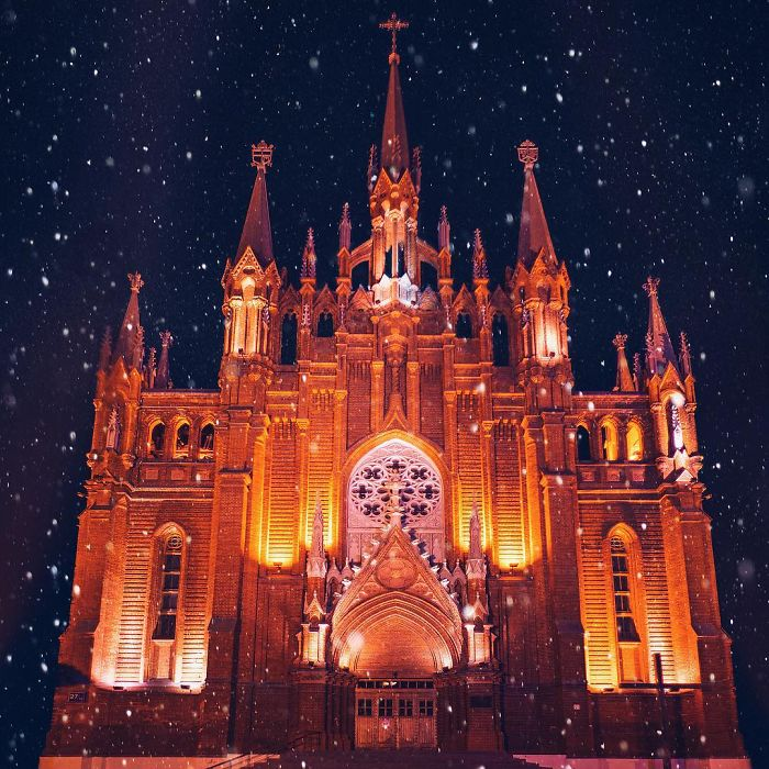 moscow-city-looked-like-a-fairytale-during-orthodox-christmas-9