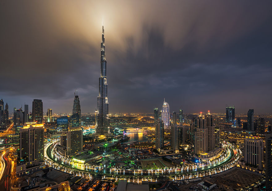 night-time-dubai-looks-like-it-came-straight-from-a-sci-fi-movie-10