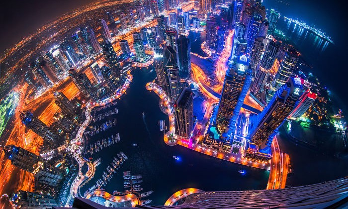 night-time-dubai-looks-like-it-came-straight-from-a-sci-fi-movie