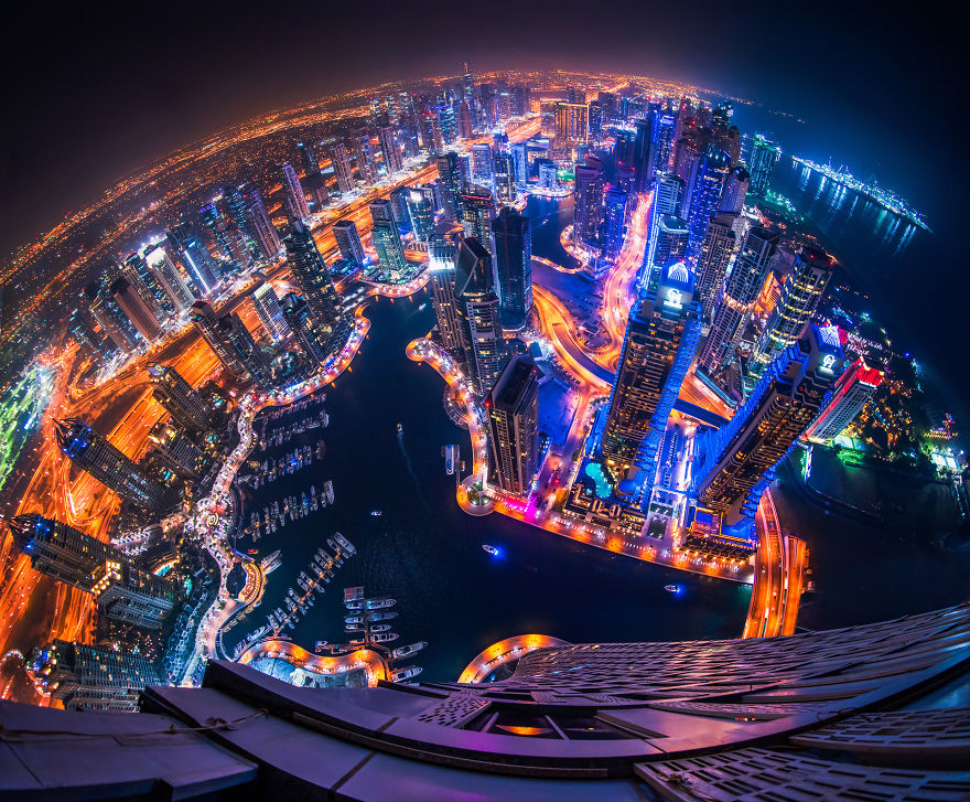 night-time-dubai-looks-like-it-came-straight-from-a-sci-fi-movie-2